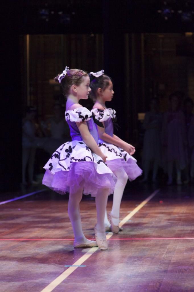 2 ballerinas