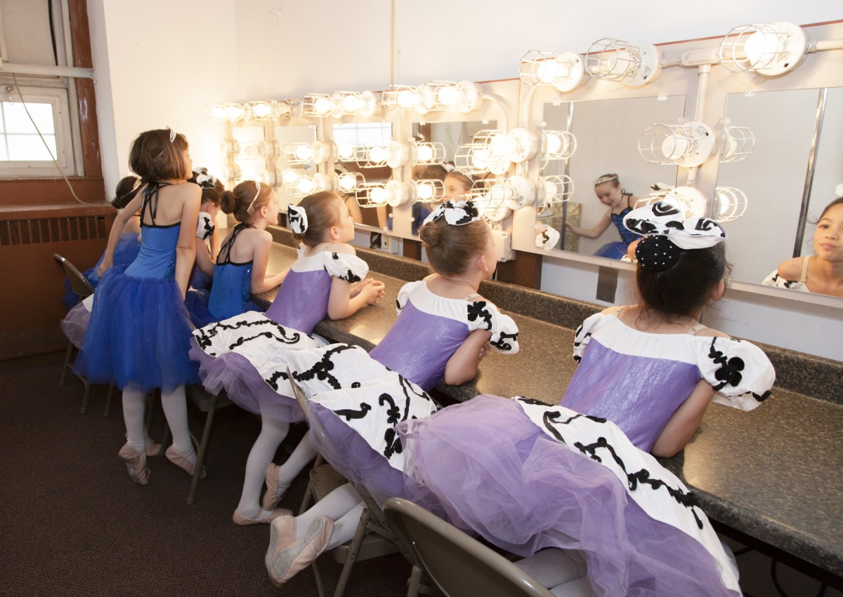 ballerinas in mirror